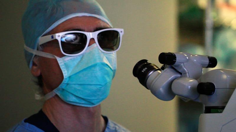 Las gafas especiales 3D mejoran la visión estereoscópica del cirujano